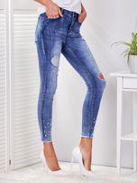 Niebieskie spodnie jeansowe skinny z perełkami i wystrzępionymi nogawkami                                  zdj.                                  5