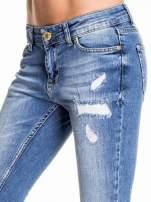 Niebieskie spodnie skinny jeans z łatami                                  zdj.                                  5