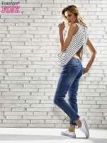 Niebieskie spodnie skinny jeans z postrzępioną nogawką na dole                                  zdj.                                  6