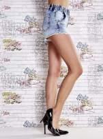 Niebieskie szorty jeansowe z postrzępioną nogawką                                  zdj.                                  3