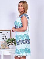 Niebiesko-zielona koronkowa sukienka PLUS SIZE                                  zdj.                                  3