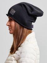 Ocieplana bawełniana czapka beanie z naszywką czarna                                  zdj.                                  2