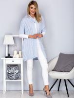 Otwarty sweter z warkoczowym wzorem i kapturem błękitny                                  zdj.                                  4