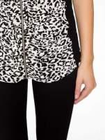 Panterkowy t-shirt z suwakiem z przodu i koronkowym tyłem