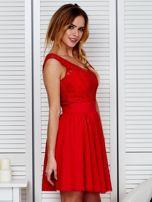 Plisowana sukienka z koronkową górą czerwona                                  zdj.                                  3