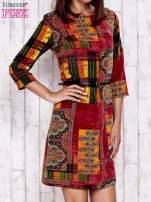 Pomarańczowa sukienka w kolorowe etniczne wzory