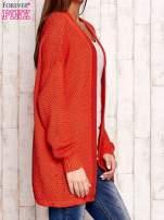 Pomarańczowy fakturowany otwarty sweter                                                                           zdj.                                                                         3