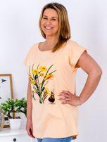 Pomarańczowy t-shirt z żonkilami PLUS SIZE                                  zdj.                                  3