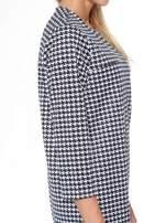 Prosta sukienka w pepitkę z kieszonką z pikowanej skóry                                  zdj.                                  9