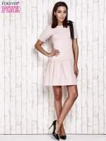 Różowa sukienka dresowa z kokardą z tiulu                                  zdj.                                  2