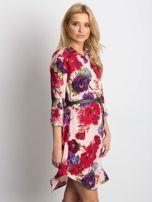 Różowa sukienka koszulowa w duże kwiaty                                  zdj.                                  3