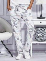 Różowe spodnie dresowe w militarny wzór                                  zdj.                                  1