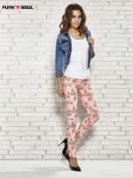 Różowe spodnie rurki w kwiaty Funk n Soul                                                                          zdj.                                                                         2