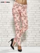 Różowe spodnie rurki w kwiaty Funk n Soul                                                                          zdj.                                                                         1