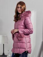 Różowy płaszcz z futrzanymi kieszeniami                                  zdj.                                  3