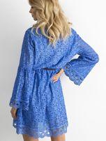 Ciemnoniebieska koronkowa sukienka                                  zdj.                                  2