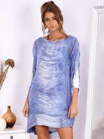 Niebieska sukienka oversize z cekinami w malarski deseń                                  zdj.                                  2