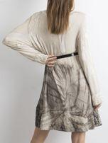 Sukienka z cekinami beżowa                                  zdj.                                  2