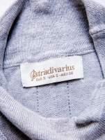 STRADIVARIUS Szara dzianinowa bluzka typu cropped z golfem                                  zdj.                                  3