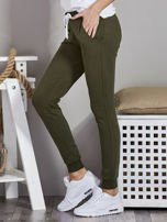 Spodnie dresowe ze ściągaczami i troczkami khaki                                  zdj.                                  3
