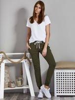 Spodnie dresowe ze ściągaczami i troczkami khaki                                  zdj.                                  4