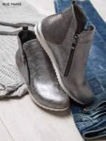 Srebrne cieniowane botki na białej podeszwie