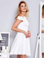 Sukienka biała z perełkami                                  zdj.                                  3