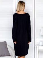 Sukienka damska dresowa o luźnym kroju czarna                                  zdj.                                  2