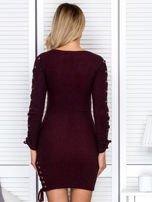 Sukienka damska w prążek ze sznurowaniami bordowa                                  zdj.                                  2