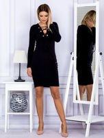 Sukienka damska w prążek ze sznurowaniem przy dekolcie czarna                                  zdj.                                  4