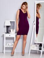 Sukienka fioletowa dopasowana z trójkątnym dekoltem                                  zdj.                                  4