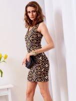 Sukienka granatowa w kolorowe wzory                                  zdj.                                  3