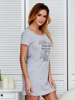 Sukienka jasnoszara bawełniana z nadrukiem newspaper                                  zdj.                                  3