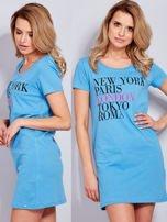 Sukienka niebieska bawełniana z nazwami miast                                  zdj.                                  1
