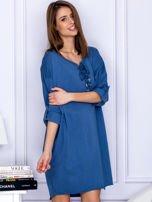 Sukienka niebieska o kroju oversize ze sznurowaniem                                  zdj.                                  5
