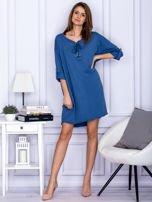 Sukienka niebieska o kroju oversize ze sznurowaniem                                  zdj.                                  4