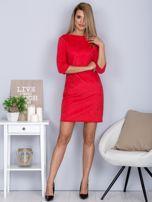 Sukienka o zamszowej fakturze różowa                                  zdj.                                  4