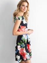 Sukienka odsłaniająca ramiona w kolorowe kwiaty czarna                                  zdj.                                  2