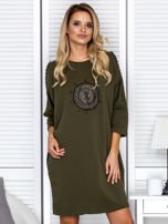 Sukienka oversize z wycięciami na rękawach i perełkami khaki                                  zdj.                                  1