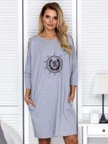 Sukienka oversize z wycięciami na rękawach i perełkami szara                                  zdj.                                  1