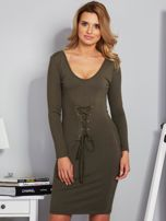 Sukienka ze sznurowaniem i głębokim dekoltem khaki                                  zdj.                                  1