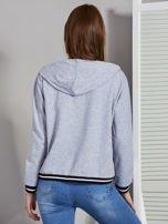 Szara bluza damska z kapturem i sznurowaniem                                  zdj.                                  2