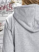 Szara bluza z kapturem i miejskim nadrukiem                                                                           zdj.                                                                         7