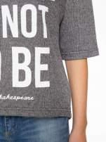 Szara bluza z nadrukiem TO BE OR NOT TO BE                                  zdj.                                  7