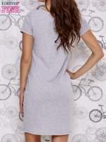Szara sukienka dresowa z napisem BECAUSE                                  zdj.                                  2