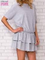 Szara sukienka dresowa z podwójną falbaną                                  zdj.                                  3