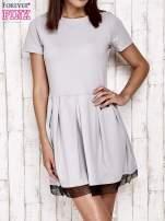 Szara sukienka dresowa z tiulem w groszki