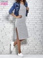 Szara sukienka w paski z rozcięciami