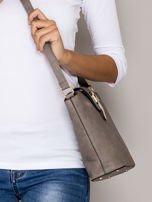 Szara torebka z ozdobną klapką                                   zdj.                                  2