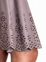 Szara zamszowa spódnica w stylu boho